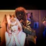 Verschmelzung Hologram & Realität: Lilly Menke und Lia von Blarer - Foto: © Chris Grodotzki 2019